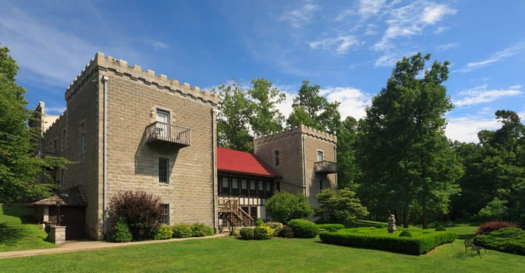 Ravenwood Castle, New Plymouth, Ohio