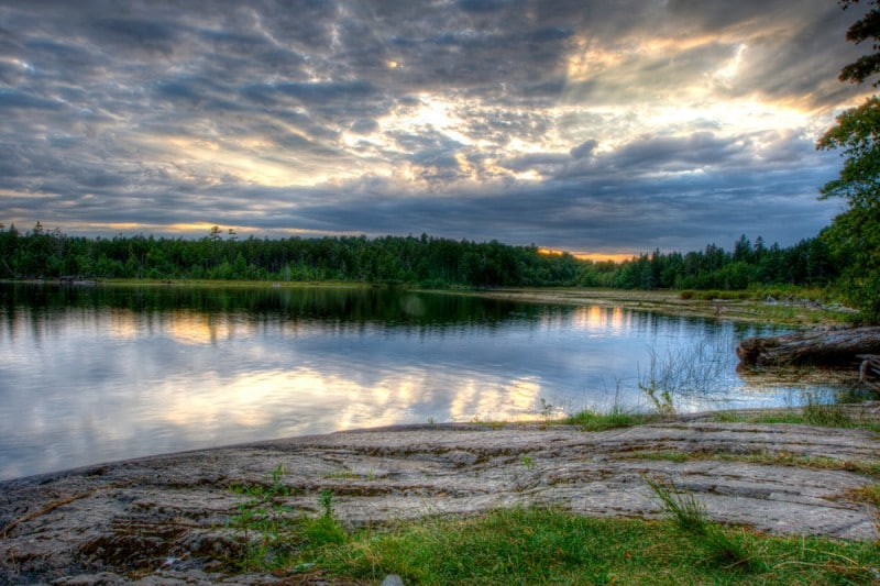 15 best small towns to visit in maine the crazy tourist for Small round pond