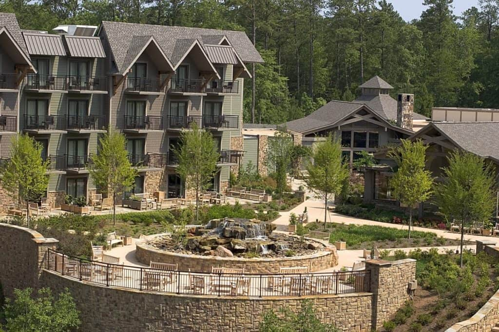 15 best resorts in georgia page 5 of 15 the crazy tourist for Lodge and spa callaway gardens