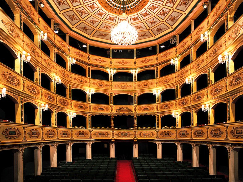 https://cdn.thecrazytourist.com/wp-content/uploads/2017/07/Manoel-Theatre-and-Museum.jpg