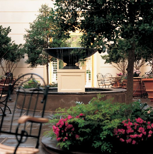 The Alluvian Hotel - Courtyard