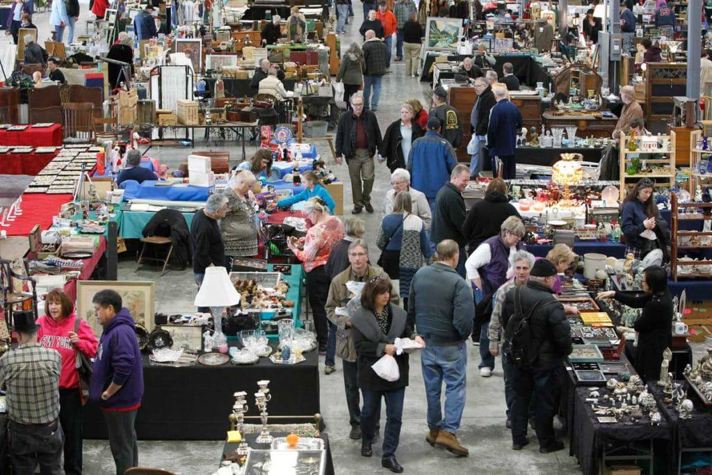 15 best flea markets in illinois the crazy tourist for Antique marketplace