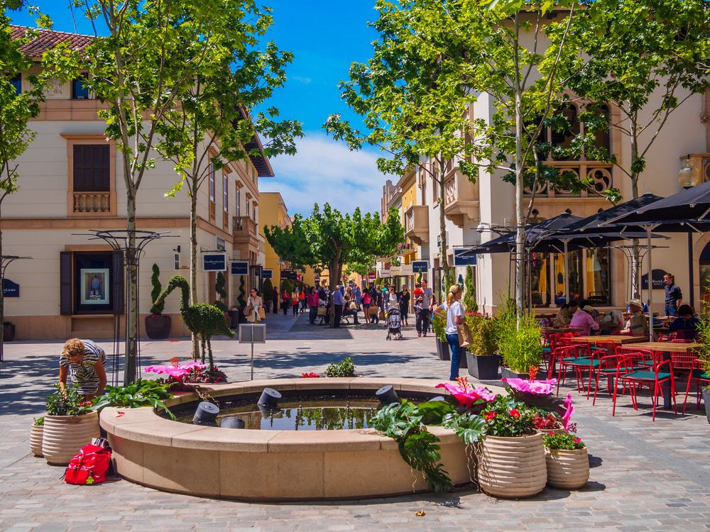 La Roca Shopping Village
