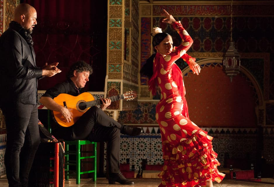 Live Flamenco Show And Food And Drinks