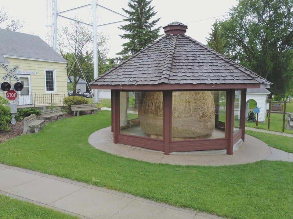 World's Largest Ball Of Twine Rolled By One Man Darwin