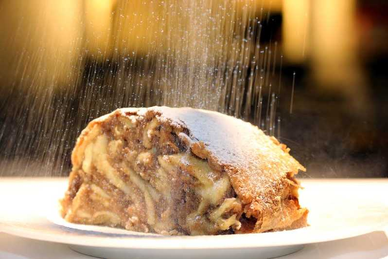 Strudel Show with Tasting at Schönbrunn Palace
