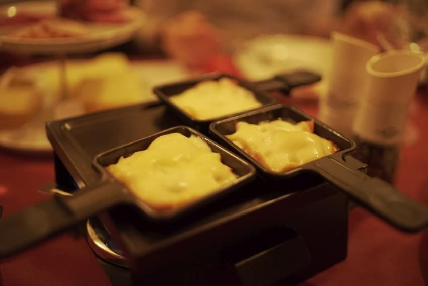 Raclette and Wine Tasting with Comedian Guide